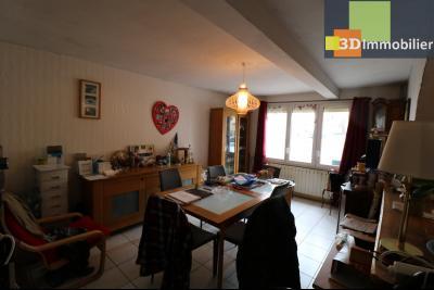Chaussin centre vends maison de ville 5 pièces, 85m², cour 165m² et dépendances., salon