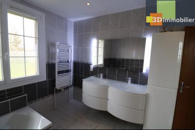 Chaussin vends confortable maison de 6 pièces, 150m², sous-sol total sur 3300 m² de terrain., salle de bain et douche