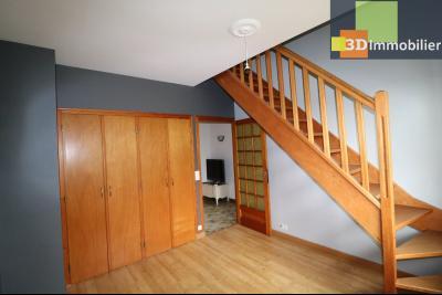 Chaussin vends confortable maison de 6 pièces, 150m², sous-sol total sur 3300 m² de terrain., accès étage
