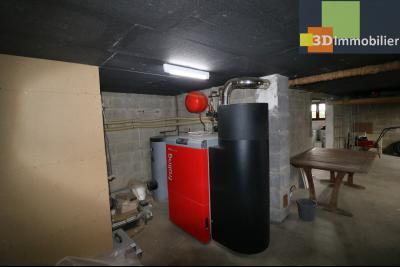 Chaussin vends confortable maison de 6 pièces, 150m², sous-sol total sur 3300 m² de terrain., chaudière à pelets avec silot