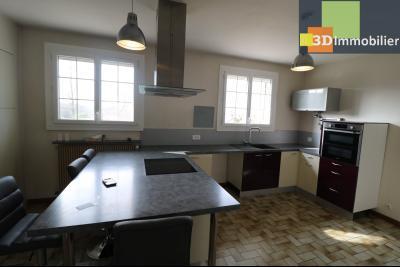 Chaussin vends confortable maison de 6 pièces, 150m², sous-sol total sur 3300 m² de terrain., cuisine équipée récente 17m²