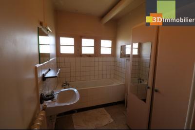 Chaussin (39 Jura), maison de 6 pièces, 130m² habitables, dépendance de 140 m² sur 3500m² de terrain, salle de bain