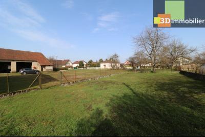 Chaussin (39 Jura), maison de 6 pièces, 130m² habitables, dépendance de 140 m² sur 3500m² de terrain, arrière terrain