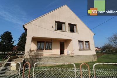 Chaussin (39 Jura), maison de 6 pièces, 130m² habitables, dépendance de 140 m² sur 3500m² de terrain, Maison facade avant