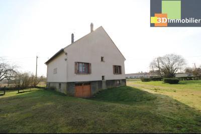 Chaussin (39 Jura), maison de 6 pièces, 130m² habitables, dépendance de 140 m² sur 3500m² de terrain, arrière avec entrée garage