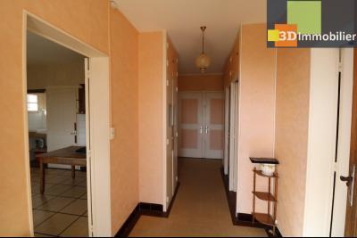 Chaussin (39 Jura), maison de 6 pièces, 130m² habitables, dépendance de 140 m² sur 3500m² de terrain, entrée maison