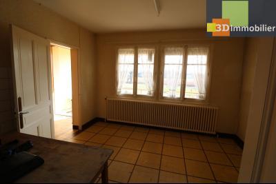 Chaussin (39 Jura), maison de 6 pièces, 130m² habitables, dépendance de 140 m² sur 3500m² de terrain, cuisine 14m²