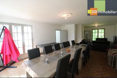 Proche CHAUSSIN vends très belle maison de 6 pièces, 196 m² , garage sur 1100m² de terrain clos., salon/séjour 49m²