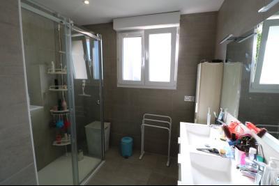 Chaussin, vends confortable maison, de 5 pièces, 83 m² habitables, s/sol sur 1300m² de terrain clos., douche à l