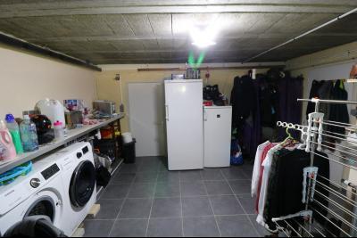 Chaussin, vends confortable maison, de 5 pièces, 83 m² habitables, s/sol sur 1300m² de terrain clos., buanderie