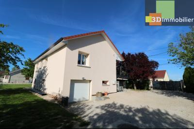 Chaussin, vends confortable maison, de 5 pièces, 83 m² habitables, s/sol sur 1300m² de terrain clos., coté arrière gauche