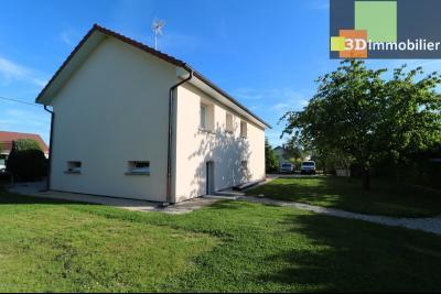 Chaussin, vends confortable maison, de 5 pièces, 83 m² habitables, s/sol sur 1300m² de terrain clos., arrière droit
