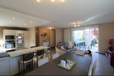 Chaussin, vends confortable maison, de 5 pièces, 83 m² habitables, s/sol sur 1300m² de terrain clos., salon/séjour avec cuisine ouverte 41m²