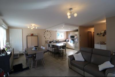 Chaussin, vends confortable maison, de 5 pièces, 83 m² habitables, s/sol sur 1300m² de terrain clos., coté salon