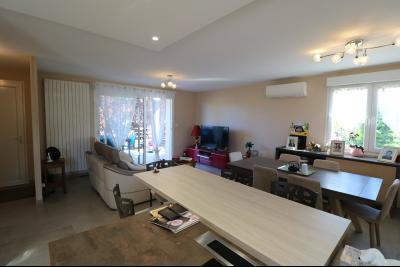 Chaussin, vends confortable maison, de 5 pièces, 83 m² habitables, s/sol sur 1300m² de terrain clos., coté séjour