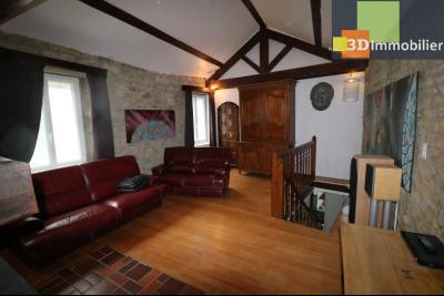 Poligny centre vends maison de ville de 7 pièces, 130m² habitables sur 200m² de terrain et garage., Salon étage 24m²