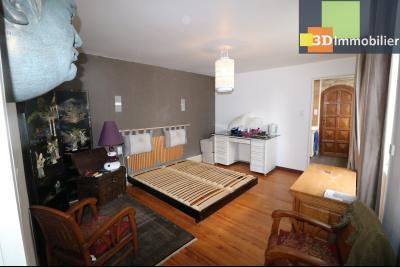 Poligny centre vends maison de ville de 7 pièces, 130m² habitables sur 200m² de terrain et garage., chambre étage 16m²