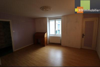 Poligny centre vends maison de ville de 7 pièces, 130m² habitables sur 200m² de terrain et garage., chambre étage 15m²