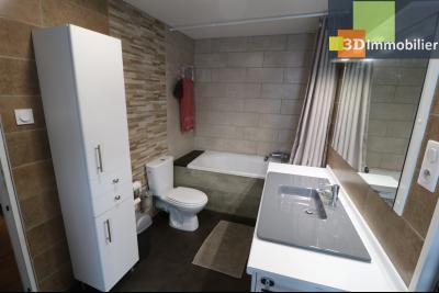 Poligny centre vends maison de ville de 7 pièces, 130m² habitables sur 200m² de terrain et garage., salle de bain étage