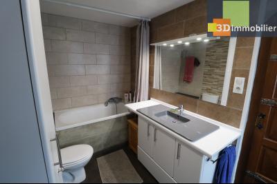 Poligny centre vends maison de ville de 7 pièces, 130m² habitables sur 200m² de terrain et garage., idem