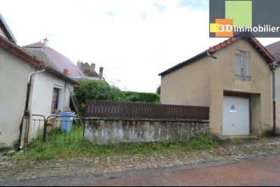 Poligny centre vends maison de ville de 7 pièces, 130m² habitables sur 200m² de terrain et garage., petit jardin et garage