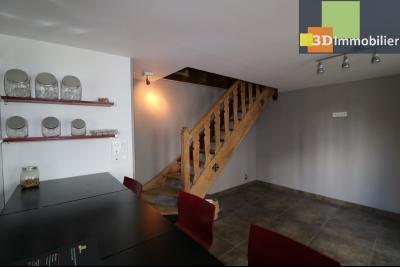 Poligny centre vends maison de ville de 7 pièces, 130m² habitables sur 200m² de terrain et garage.,