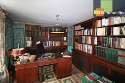 Poligny centre vends maison de ville de 7 pièces, 130m² habitables sur 200m² de terrain et garage., chambre/bureau 15m²