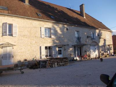 Secteur Dole, vends superbe maison bourgeoise de 24 pièces, 400m² habitables sur 2250m² de terrain., vue de gauche