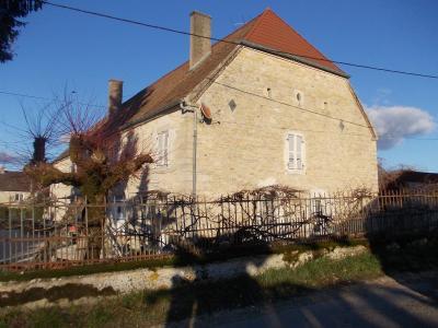 Secteur Dole, vends superbe maison bourgeoise de 24 pièces, 400m² habitables sur 2250m² de terrain., vue de droite