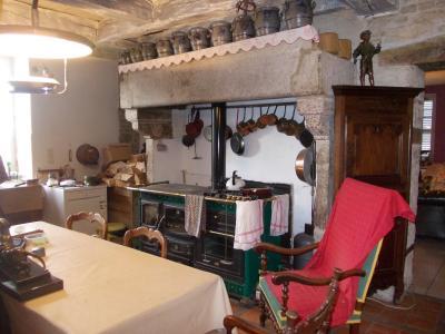 Secteur Dole, vends superbe maison bourgeoise de 24 pièces, 400m² habitables sur 2250m² de terrain., cuisine avec cheminée