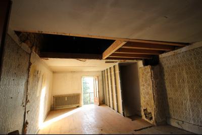 VENTE Secteur TOULOUSE LE CHATEAU, A VENDRE maison à restaurer dans sa totalité- 94 m², une grande surface à séparer