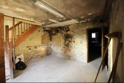 VENTE Secteur TOULOUSE LE CHATEAU, A VENDRE maison à restaurer dans sa totalité- 94 m², sous-sol et accès intérieur