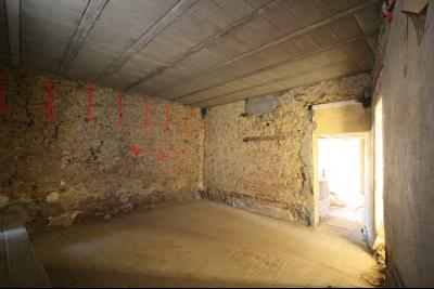 VENTE Secteur TOULOUSE LE CHATEAU, A VENDRE maison à restaurer dans sa totalité- 94 m², pièce 2 en pierre d