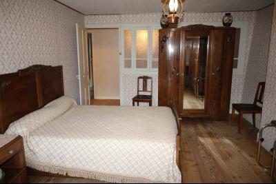 A VENDRE proche COUSANCE-39190, MAISON  de 240 m² env. 2 LOGEMENTS sur terrain de 1 000 m² env., Chambre 4 de 19.50 m² avec coin dressing de 10 m² située au niveau 2