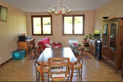 A VENDRE proche COUSANCE-39190, MAISON  de 240 m² env. 2 LOGEMENTS sur terrain de 1 000 m² env., Salon-séjour du niveau 2