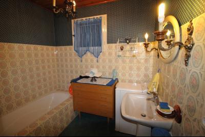 VENTE ST AMOUR-(39160), MAISON de 150 m² env.3 chambres, garages, véranda, terrasse, terrain 3360 m², salle de bain