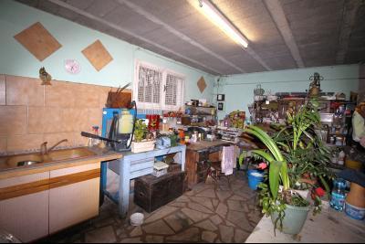 VENTE ST AMOUR-(39160), MAISON de 150 m² env.3 chambres, garages, véranda, terrasse, terrain 3360 m², Atelier au sous-sol