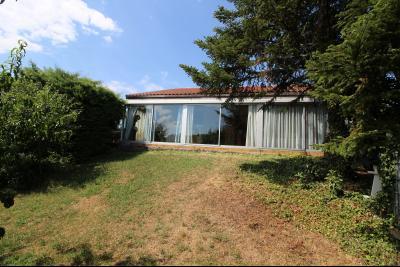 VENTE ST AMOUR-(39160), MAISON de 150 m² env.3 chambres, garages, véranda, terrasse, terrain 3360 m², maison avec terrasse