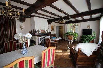 VENTE ST AMOUR-(39160), MAISON de 150 m² env.3 chambres, garages, véranda, terrasse, terrain 3360 m², séjour de 34 m² env.