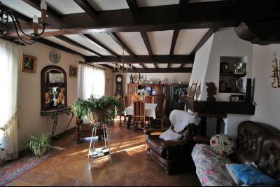 VENTE ST AMOUR-(39160), MAISON de 150 m² env.3 chambres, garages, véranda, terrasse, terrain 3360 m², séjour