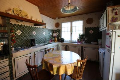 VENTE ST AMOUR-(39160), MAISON de 150 m² env.3 chambres, garages, véranda, terrasse, terrain 3360 m², cuisine de 17 m² env.