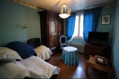 VENTE ST AMOUR-(39160), MAISON de 150 m² env.3 chambres, garages, véranda, terrasse, terrain 3360 m², Chambre d