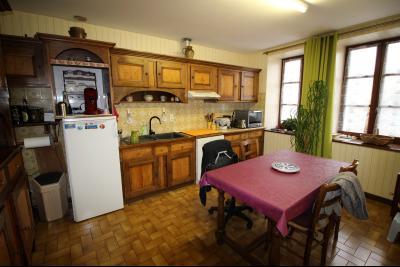 VENTE LONS-LE-SAUNIER (39-JURA), MAISON DE VILLAGE sur sous-sol, 2 chambres, 100 m² de jardin env., Cuisine