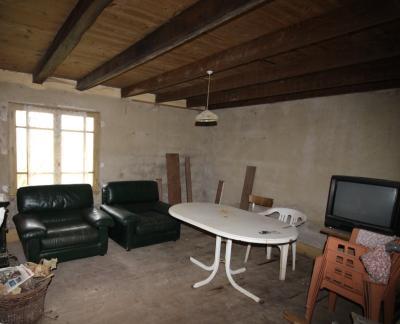 VENTE secteur LONS-LE-SAUNIER (39)-JURA, VENDS ANCIENNE FERME A RÉNOVER, 2 CHAMBRES, TERRAIN, Chambre 2 de 18 m² env.
