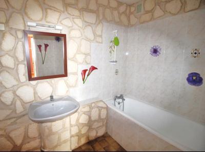 VENTE LONS-LE-SAUNIER (39-JURA), VENDS APPARTEMENT 76 m² env, 3 chambres, balcon, garage, 1er étage, Salle de bain