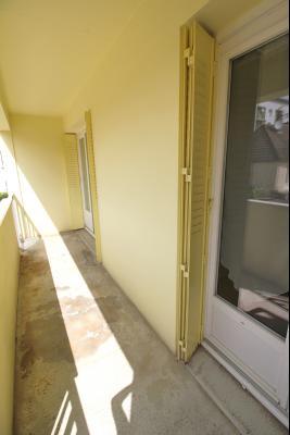 VENTE LONS-LE-SAUNIER (39-JURA), VENDS APPARTEMENT 76 m² env, 3 chambres, balcon, garage, 1er étage, Appartement au 1er étage