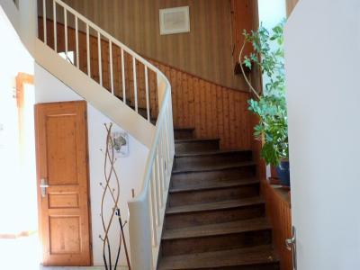 ORGELET 39270 JURA 10mn Vends Ancienne Ecole-Mairie rénovée - 166m²env. s/terrain 1217m²env., Montée escaliers