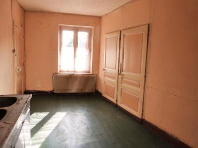 LONS-le-SAUNIER 11km Vends Maison à rénover- 1er étage appartement, rez-de-chaussée atelier, garage, A l