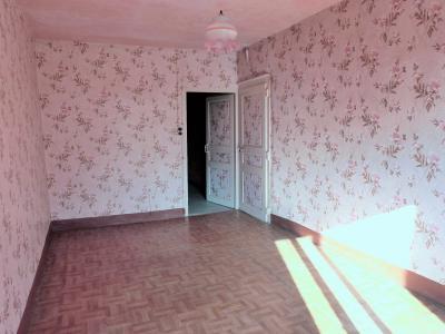 LONS-le-SAUNIER 11km Vends Maison à rénover- 1er étage appartement, rez-de-chaussée atelier, garage, de belles pièces à rénover