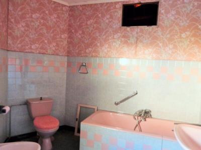 LONS-le-SAUNIER 11km Vends Maison à rénover- 1er étage appartement, rez-de-chaussée atelier, garage, salle de bains de l
